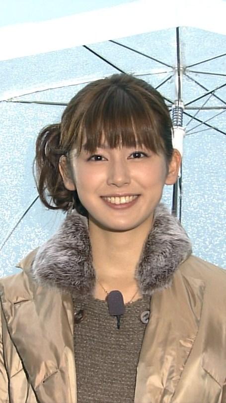傘を差した加藤真輝子
