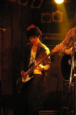 ベース:Takahumi