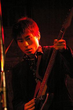 ギター:Hiro